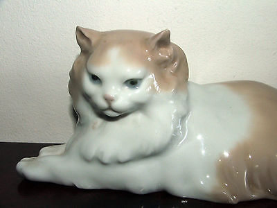 LLadro Nao figurine of persian style recumbent cat figurine