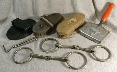 Job-Lot 7 Pieces Of Vintage Horse Grooming Tack Items (Brushes, Bits, Etc..)