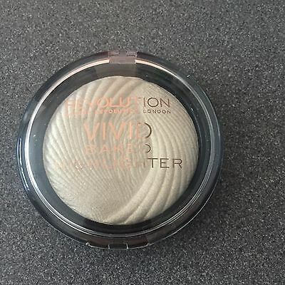 Makeup Revolution Vivid Baked Highlighter Powder Golden Lights Brand New