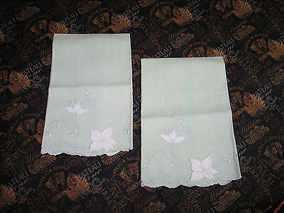 Pair of Vintage MADEIRA Linen Guest Towels Hand Embroidery Applique Cutwork Lace
