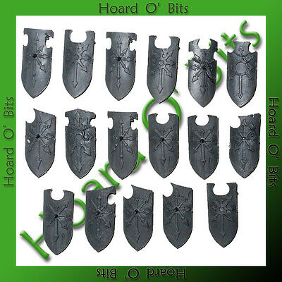 WARHAMMER BIN BITS CHAOS WARRIORS - 17x SHIELDS