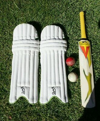 Cricket bat and pads - Youth Size 18