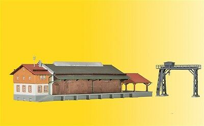 36606 Kibri Z Gauge Kit of a Freight shed with gantry crane and ramp - NEW