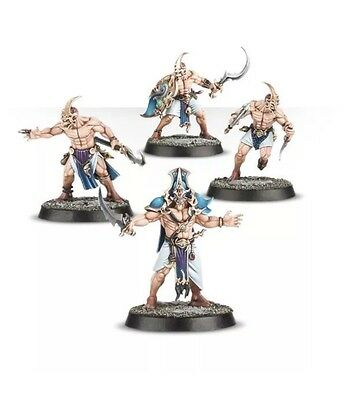 Warhammer Quest: Silver Tower: 8 Kairic Acolytes New on Sprue
