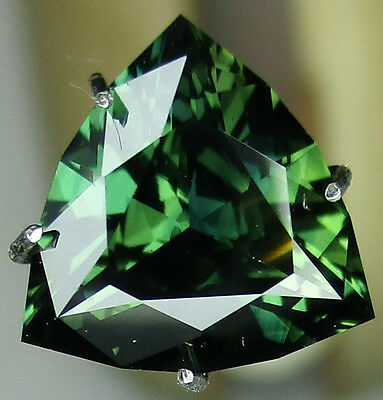 Sapphire Australian cut Green Sapphire 2.71 ct comes with Valuation Certificate
