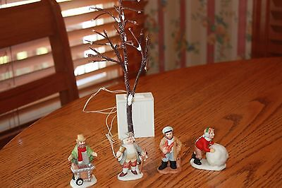 4 Lefton Colonial Village Christmas Figurines & Lighted Tree Bell Ringer Boy ++