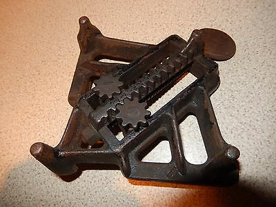 VINTAGE HEAVY DUTY CORNER CLAMP No: 562193 - DESIRABLE & COLLECTABLE