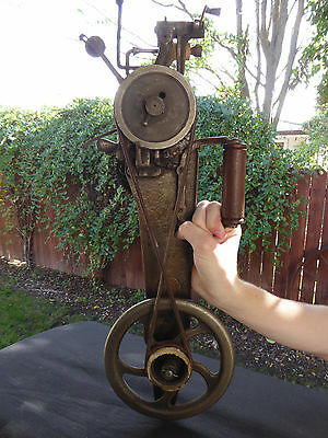ANTIQUE CIRC 1800's HAND CRANK  SINGER 35-1 CARPET SEWING MACHINE. MADE IN U.S.A