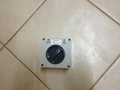 Weather proof single pole switch 240 Volt 15 amp switch