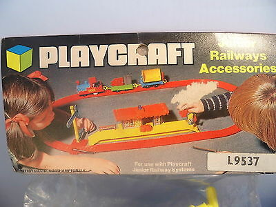 PLAYCRAFT Vintage Railway Plastic  accessory pack L 9537 Level Crossing T.Poles