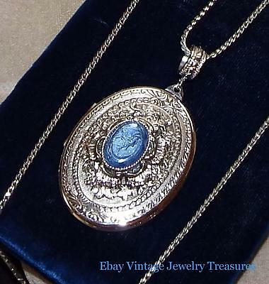 Vintage Unsigned Whiting Davis Blue Cameo Silver Tone Locket Pendant Necklace