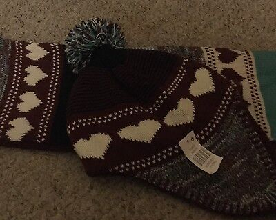 Girls hat & scarf set new with tags age 7-13 years