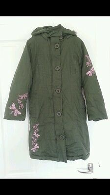 Bnwt green Coat lightly padded. Removal hat 7-8