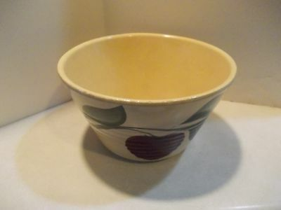 Ceramic Bowl Sully Coop Exchange Creamery Sully Iowa.  Does have Chip