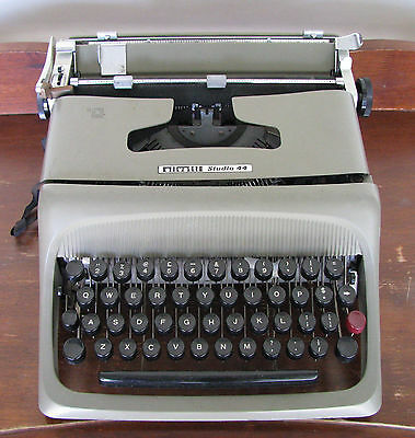 Old Vintage Olivetti Typewriter Studio 44 Not Working Needs New Ribbon