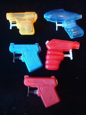 SELECTION OF 1960s PLASTIC WATER PISTOLS SPACE -  WEE GEE -  MIN EE 5 IN TOTAL