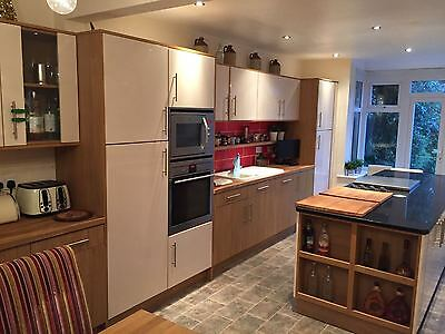 BRAND NEW kitchen doors and floor base unit