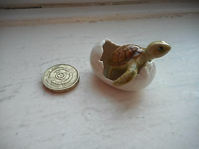 Turtle - Beautiful  Pottery/ceramic -  Miniature Baby Turtle Hatching