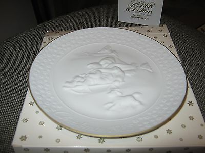 Avon 1985 White Porcelain  Plate 'a Childs Christmas' Trimmed In 24K Gold