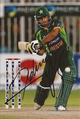 PAKISTAN: MOHAMMAD HAFEEZ SIGNED 6x4 ODI ACTION PHOTO+COA