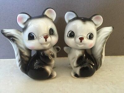 Cute Kitsch Vintage Squirrel Animal Salt & Pepper Shakers Mint
