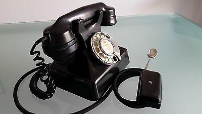 GEC BAKELITE 1930s TELEPHONE IN GOOD CONDITION FOR ITS AGE.