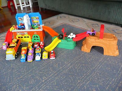 Fisher-Price Little People Garage with Wheelies Cars