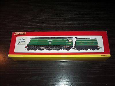 Hornby R2220 Battle Of Britain Class Br 4-6-2 Locomotive 34081 92 Squadron Bnib