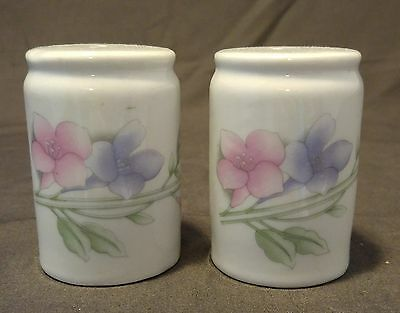 Vintage Salt and Pepper Shakers Flower - Tulips