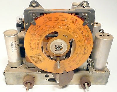 vintage  PHILCO  37-610 RADIO part: 5 TUBE CHASSIS ..  Tested / Working w/ flaw