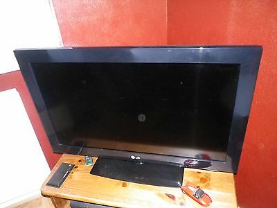 """LG 32"""" Flatscreen TV with freeview"""