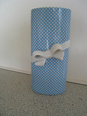 Blue/white Ceramic Vase With White Butterfly Bow