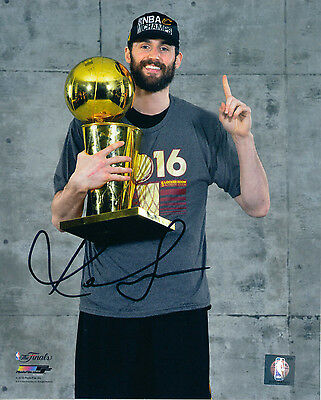 Kevin Love~CLEVELAND CAVALIERS~Autographed Signed 8 x 10 Photo~COA