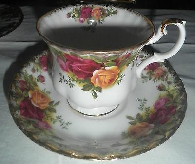 Royal Albert OLD COUNTRY ROSES cup saucer very good  condition vintage 1960s