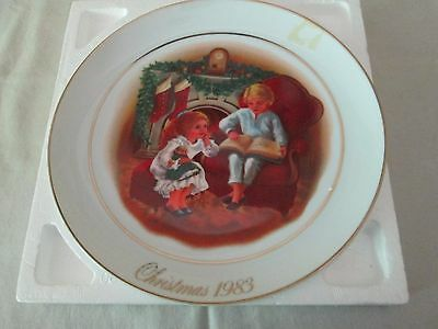 Collector Plate ENJOYING THE NIGHT BEFORE CHRISTMAS 1983 Avon