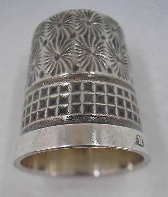 Beautiful hallmarked Charles Horner Silver (Waffle & Flower Pattern) thimble