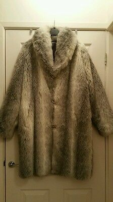 NEW WITHOUT TAGS  Women's FAUX FUR coat  SIZE 18 WHITE / GREY / BLACK