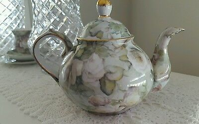 Green and White Roses Teapot