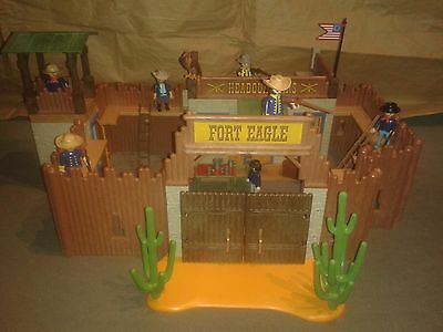 Playmobil Western Fort Eagle 3023 mit Figuren.