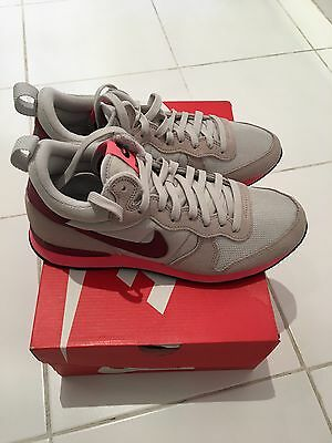 Baskets Nike Neuves Taille 42