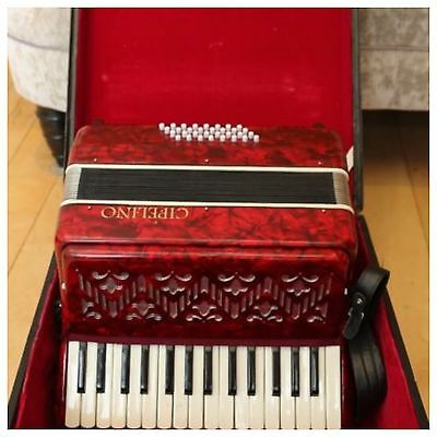 32 Bass Piano Accordion With Case And Straps Very Nice