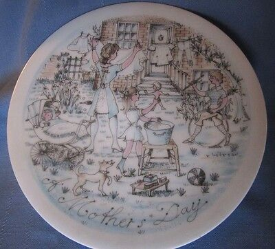 """Haviland Commemorative Plate, """"The Wash"""", Life of a Mother Series, Excellent Cnd"""