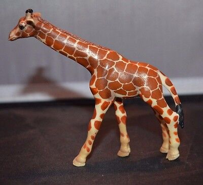 Small Schleich Giraffe Toy Animal Figure