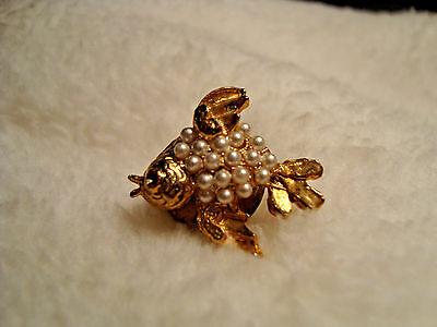 J 384 Gold tone bird shape pin with small faux pearls.
