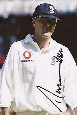 ENGLAND: PHIL TUFNELL SIGNED 6x4 TEST ACTION PHOTO+COA