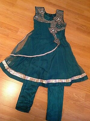 girls indian outfit in green size 30 5-6 years