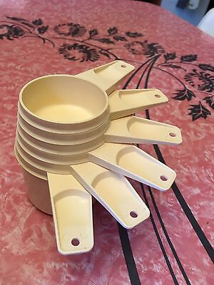 TUPPERWARE- VTG- Set of 6 Measuring Cups Cream Off White