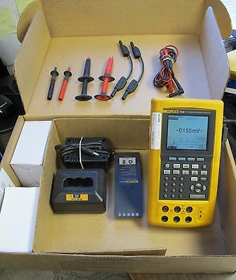 Fluke 743B Documenting Process Calibrator, AC adapter, battery, charger, leads