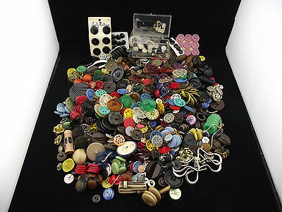 3 lbs VINTAGE BUTTONS REDS GREEN BLACKS PLASTIC LARGE SMALL YOU GOT IT ALL