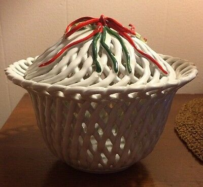 CAPODIMONTE Christmas Covered Dish Basket weave